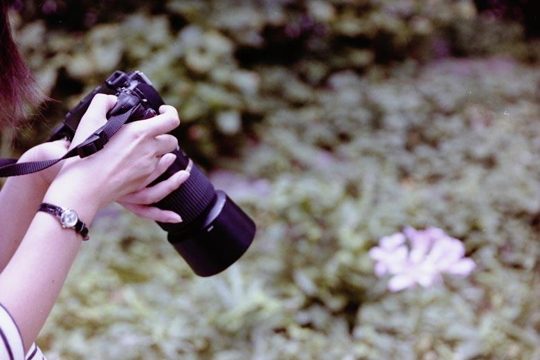 カメラを持った女の子