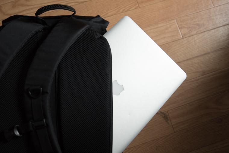 Bagsmartのカメラバッグ検証その1 PC収納