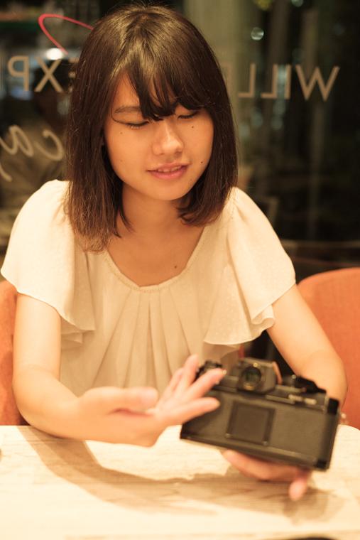 Nikon F3について語る野崎梨奈