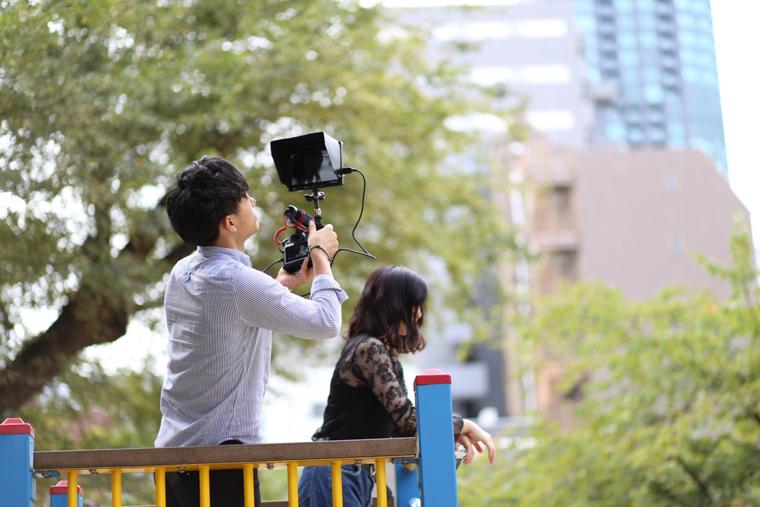 カメラリグを使って撮影中