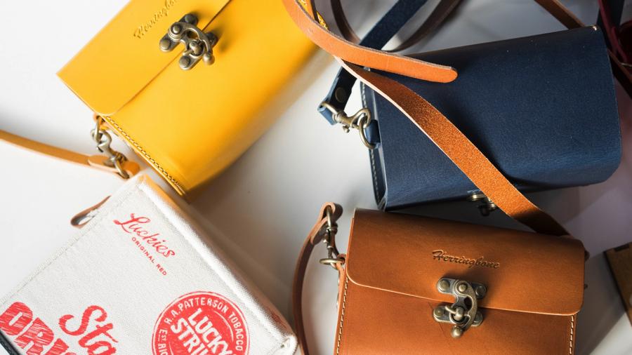 【カメラ女子】秋冬にぴったりなヘリボーンのかわいいカメラバッグを紹介