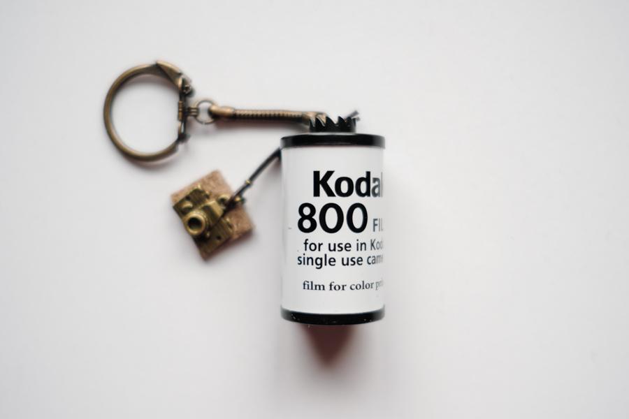フィルムカメラ好きにおすすめ!オシャレな「フィルムキーホルダー」を紹介