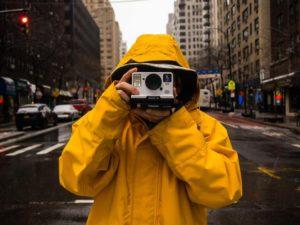 雨の日の野外撮影テクニックが知りたい!レイングッズや注意点を紹介