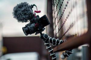 Zoomミーティングを高画質に!手持ちの一眼レフをWebカメラにする方法